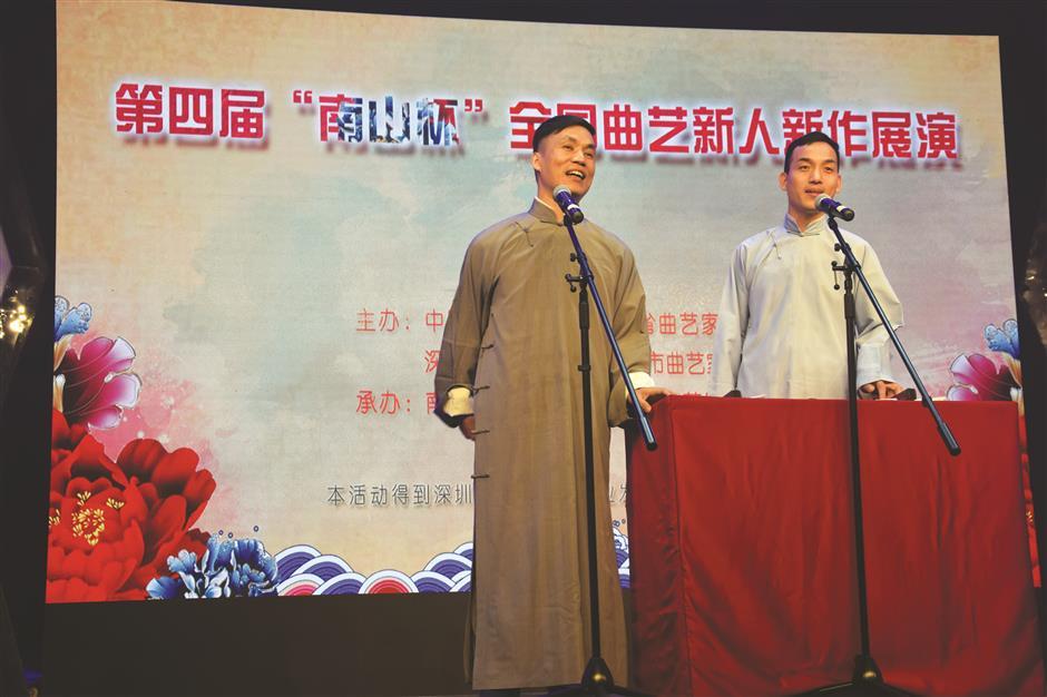 Zhang gets his students crosstalking