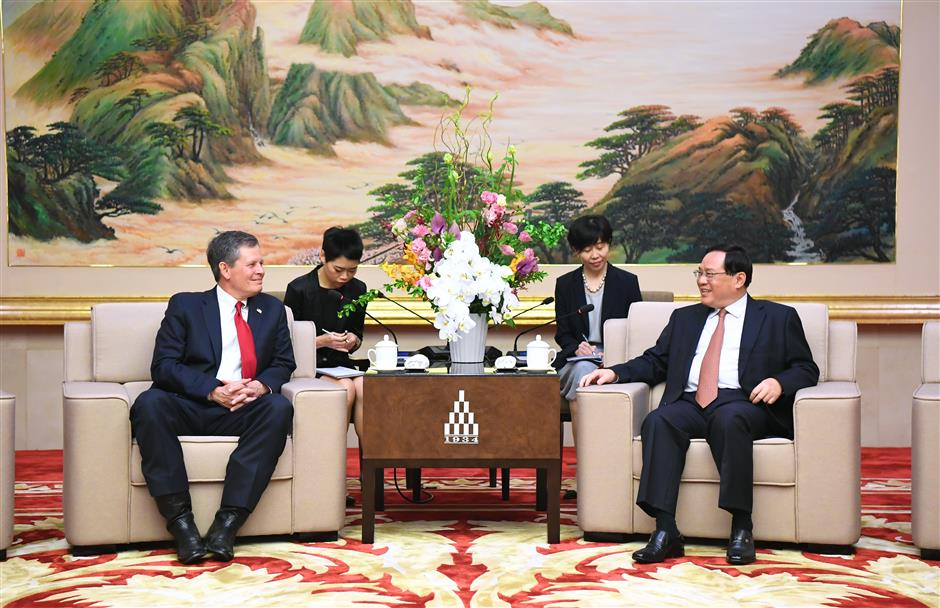 Shanghai Party chief meets US senator, calling for closer cooperation