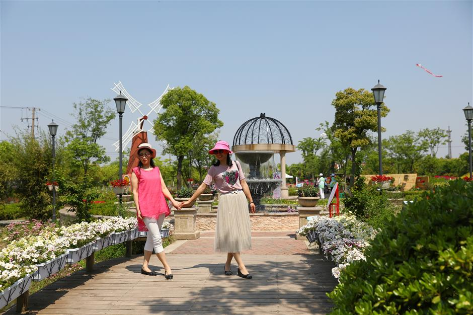 Flower art festival lets visitors relax and smell the roses