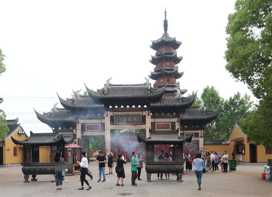 Xuhui keen to protect Longhua Temple culture