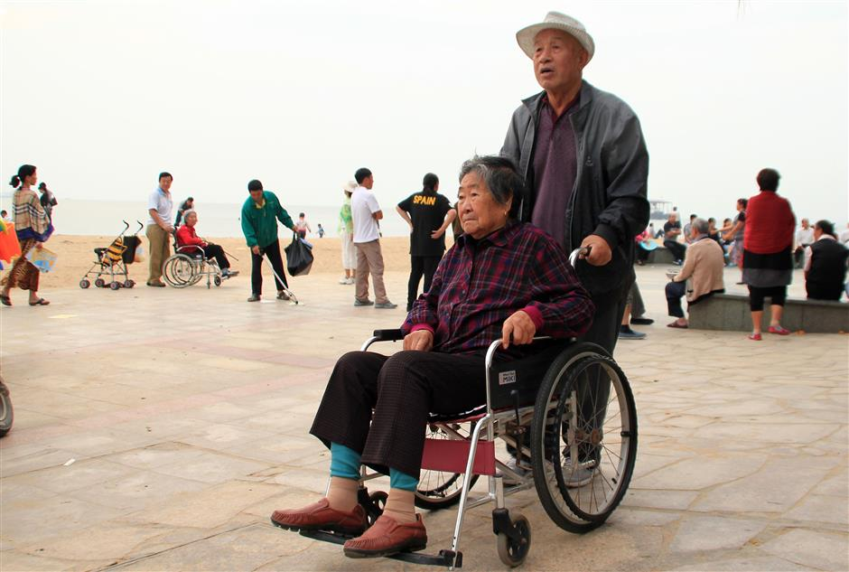 North and south, Chinese seniors migrate for happiness