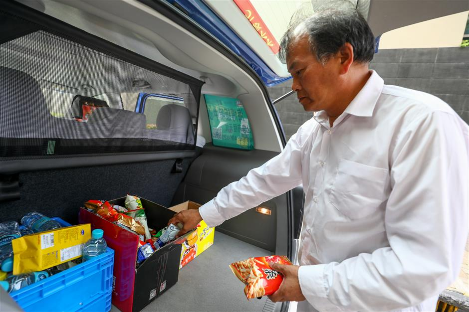 Taxis become convenience stores