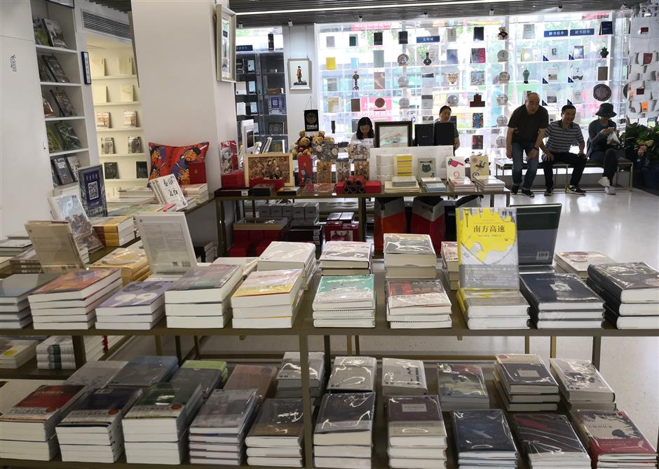 Tongji University opens first brick-and-mortar bookstore