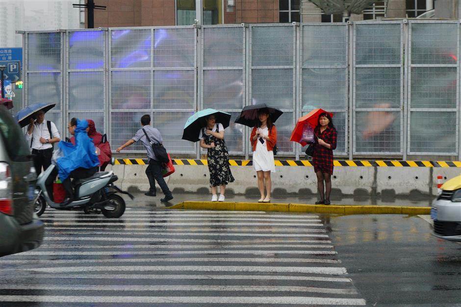Rainy days usher in a rise in temperature