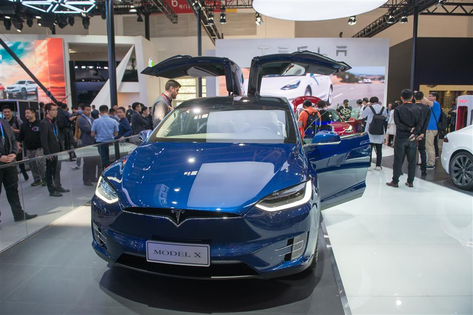 Foreign automakers drop prices following China's tariff cuts