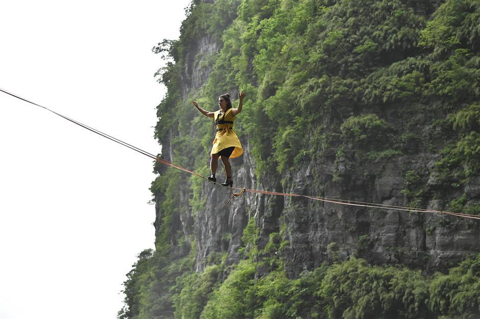 3 women attempt Hunan highline walk wearing high-heels