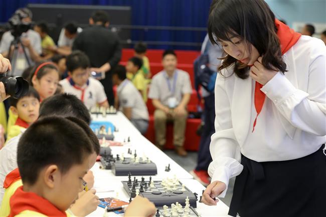 Chess world champion visits former school