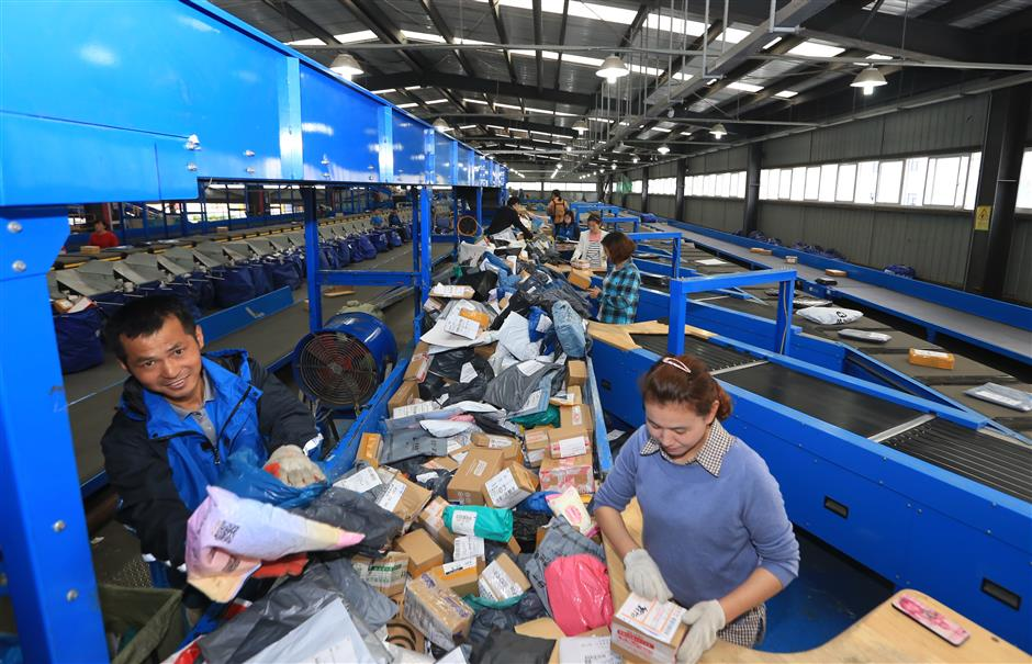 China seeks to green logistics services to beat plastic pollution