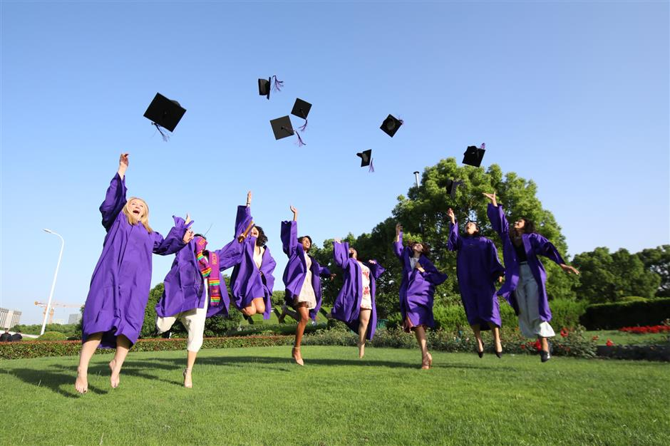 NYU Shanghai students pass with honors