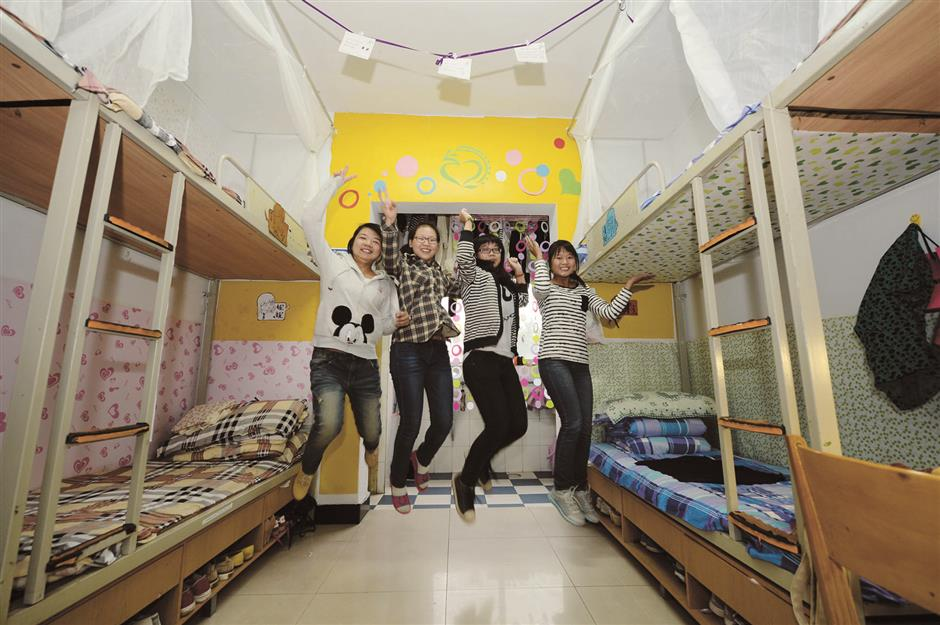 Differences in university dorms for Chinese and foreign students rattlenetizens