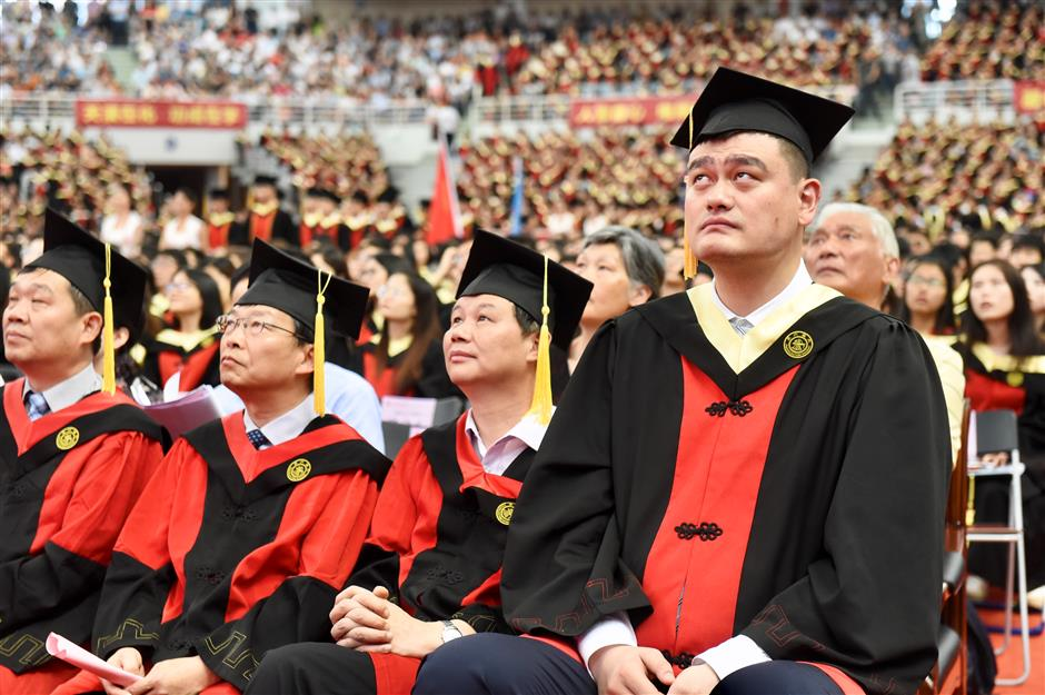 Yao Ming shares heartfelt commencement speech with 3,300 fellow graduates