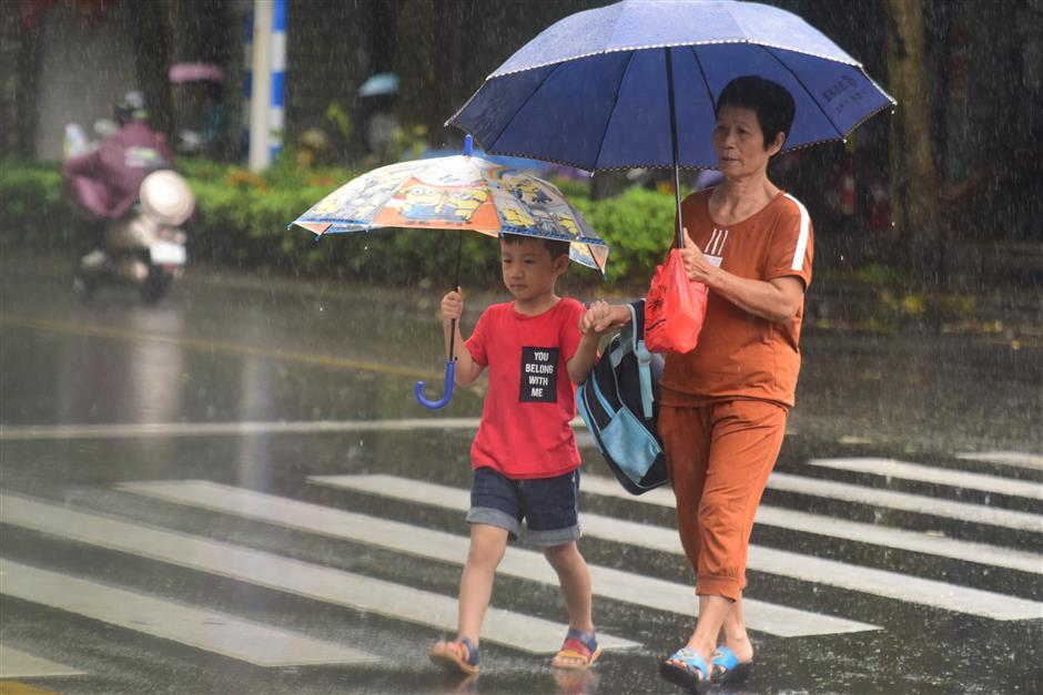 Typhoon Son-Tinh makes landfall in south China's Hainan