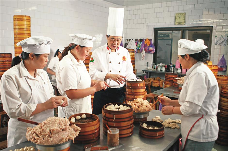 Veteran chef cooks up a feast of lotus delicacies