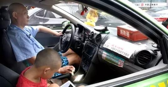 Taxi driver hits road with son in tow for 4 years