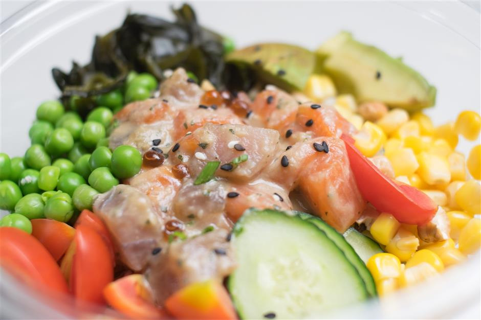 Trendy Hawaiian poke bowl dish sends foodies fishing