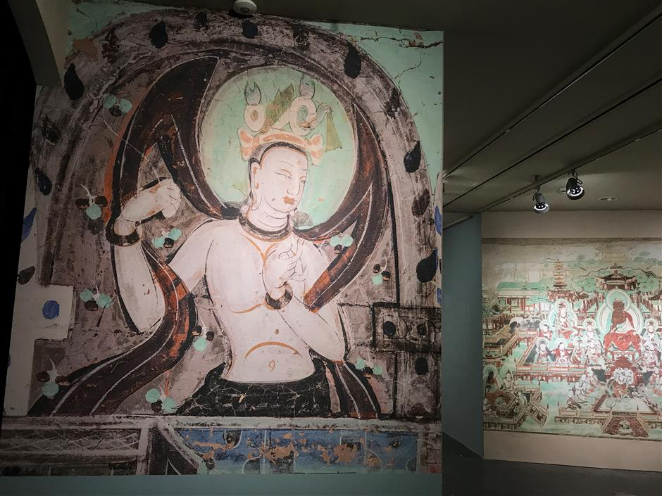 English tour guide available for Dunhuang exhibition