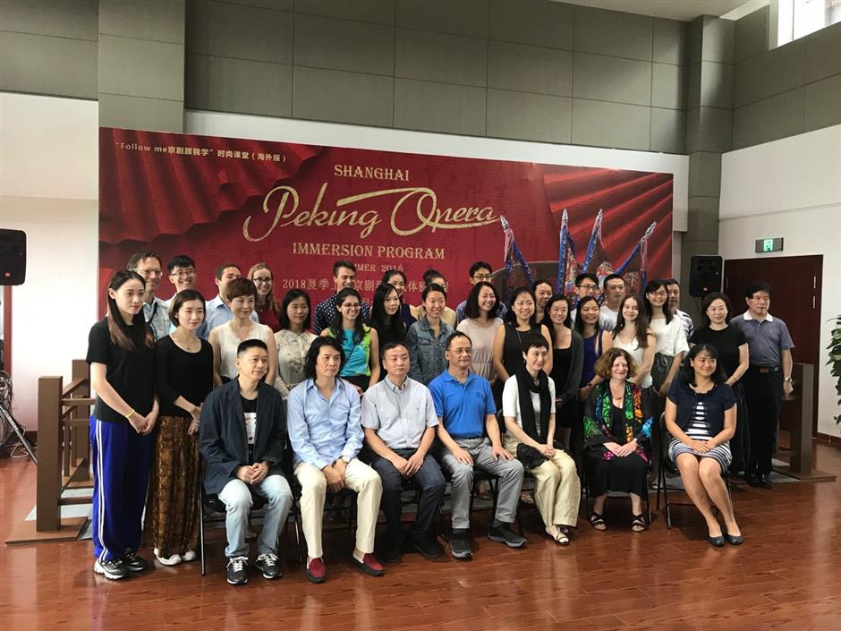 Peking opera classes held for foreign students