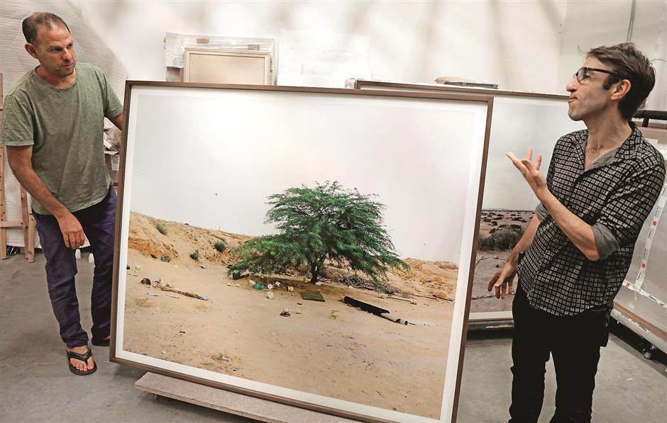 Migrants unseen in Israeli photographer's exhibit