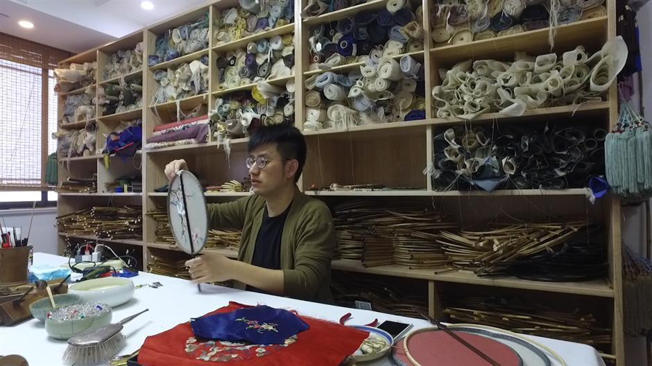 Li Jing and his wall of round fans