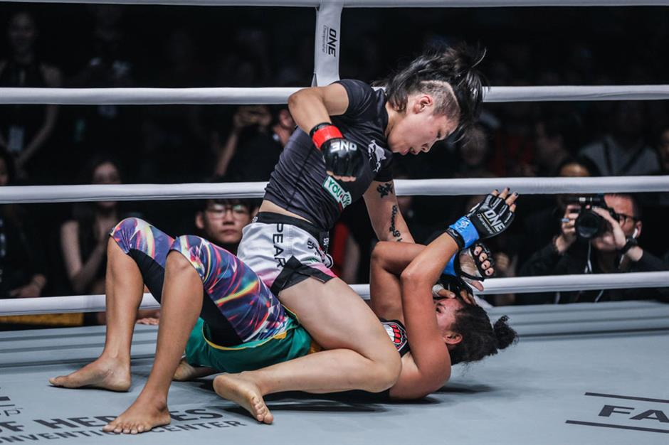 Xiong defends title with TKO win