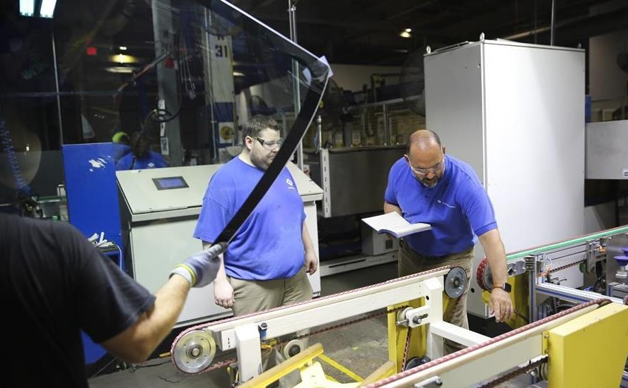 American workers find growth opportunities in Chinese glasswork