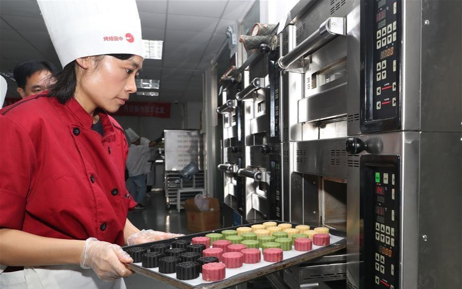 Love of mooncakes among highlights of China's Mid-Autumn Festival