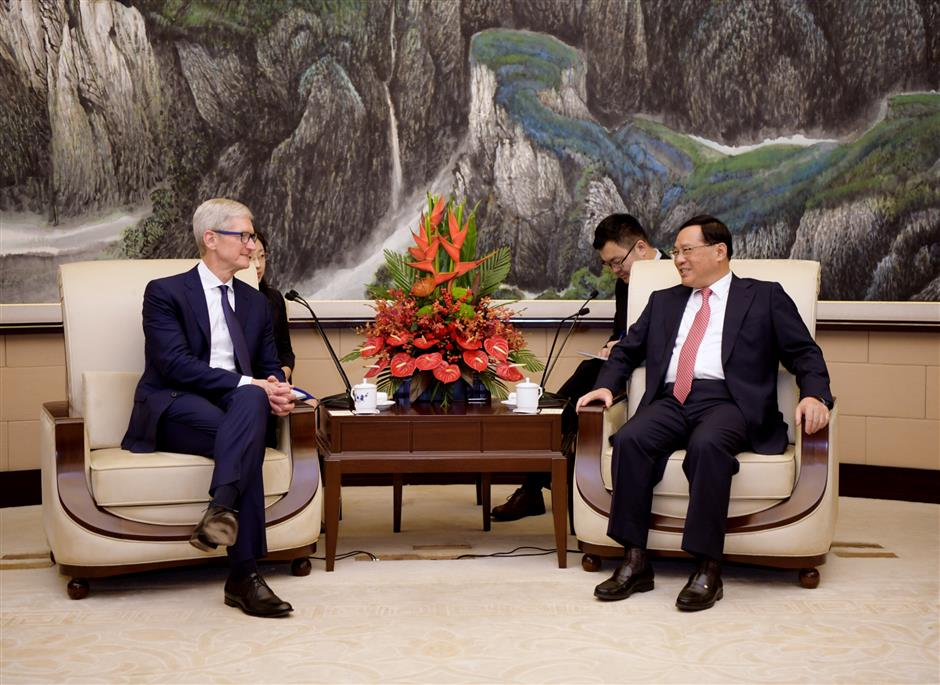 Shanghai Party chief talks with Apple CEO Tim Cook