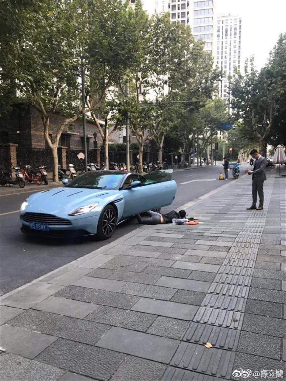 Traffic police fine a 'falling star'