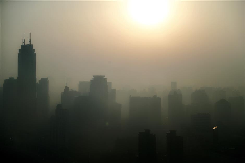 Vulnerablegroups should stay inside as 'light smog' blankets Shanghai