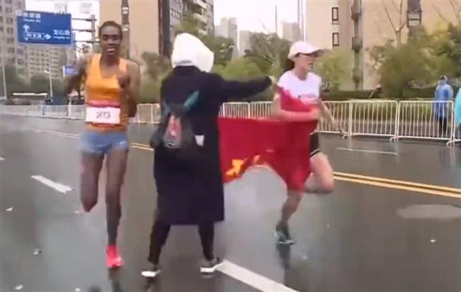 Volunteers passing national flag costs Chinese marathon runner the championship?