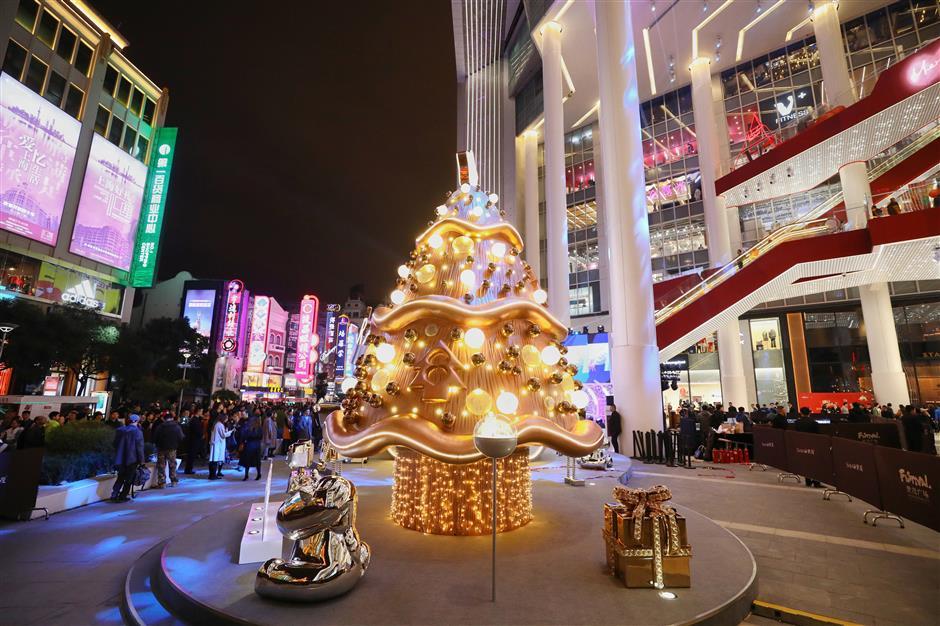 Nanjing Road Shopping Mall Illuminated For Christmas Shine News