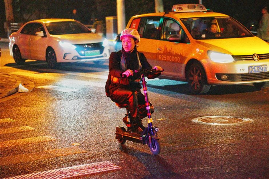 Shanghai to act against e-scooters