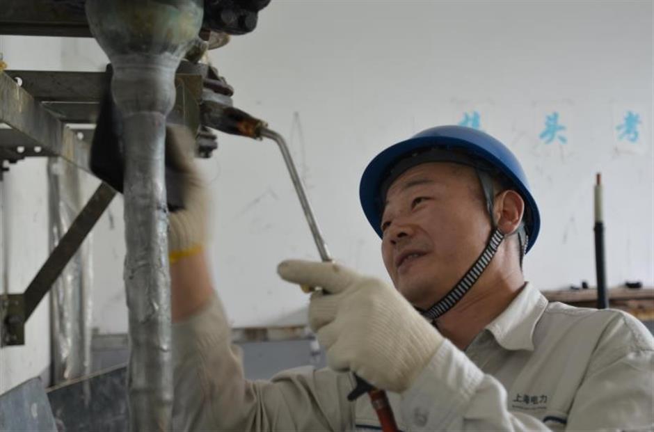 Lu Haijun: Lighting up the Huangpu River