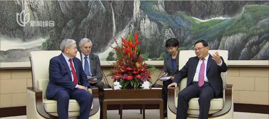 Shanghai Party chief meets US ambassador to China