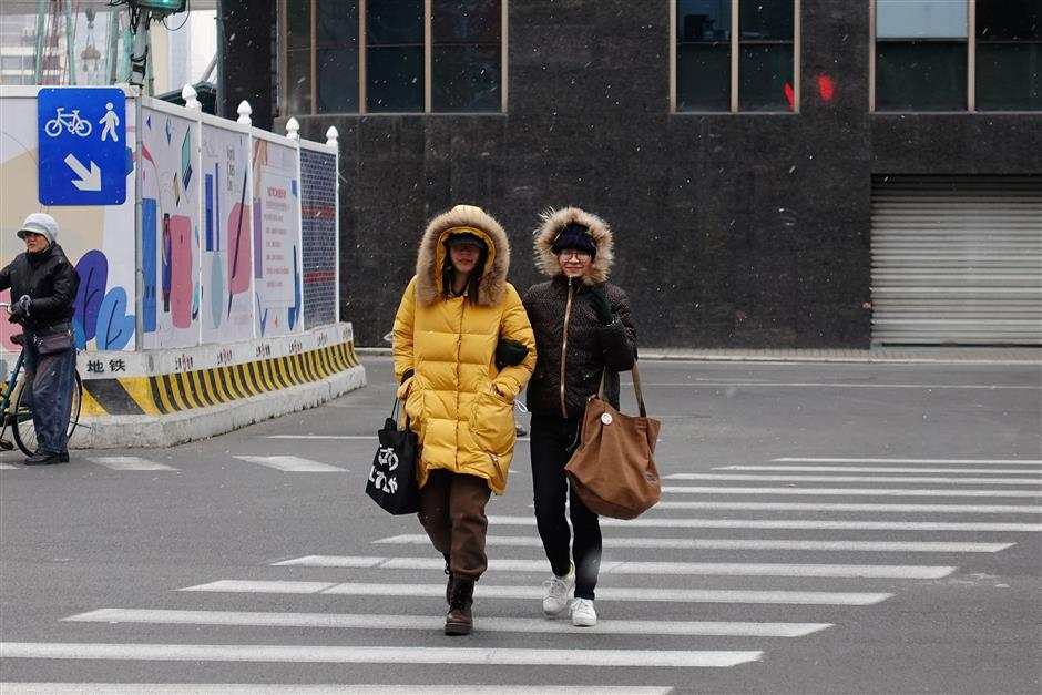 Light snow falls across Shanghai