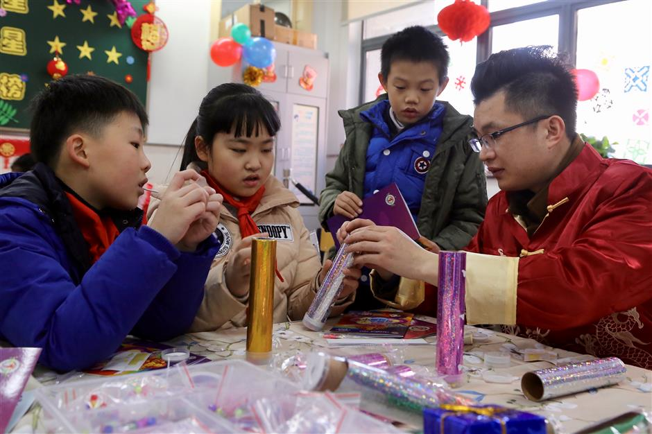 Luwan No.1 School continues New Year tradition