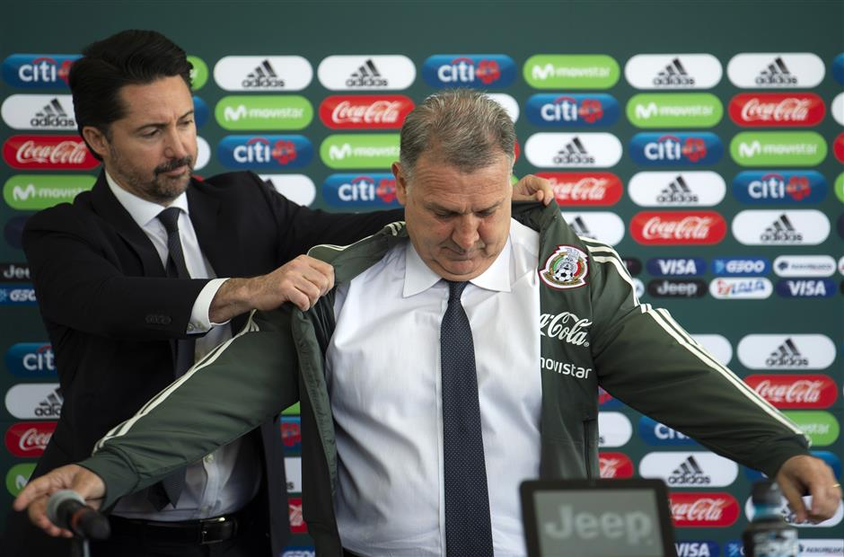 Mexico's Martino won't promise a World Cup quarterfinal