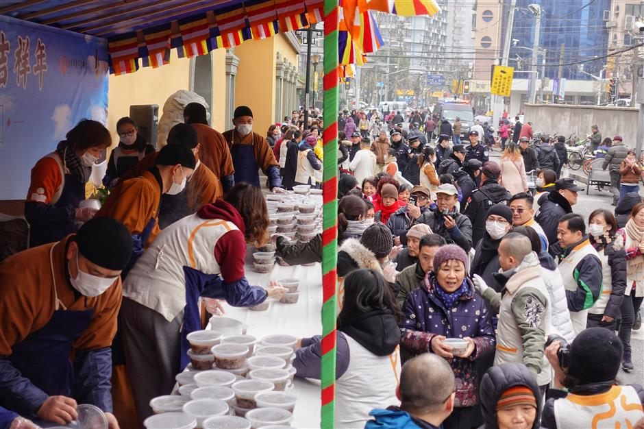 Free Laba porridge from temple for blessings
