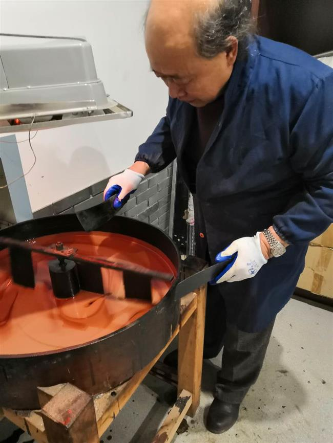 Master devoted to 'the king of coating oils'