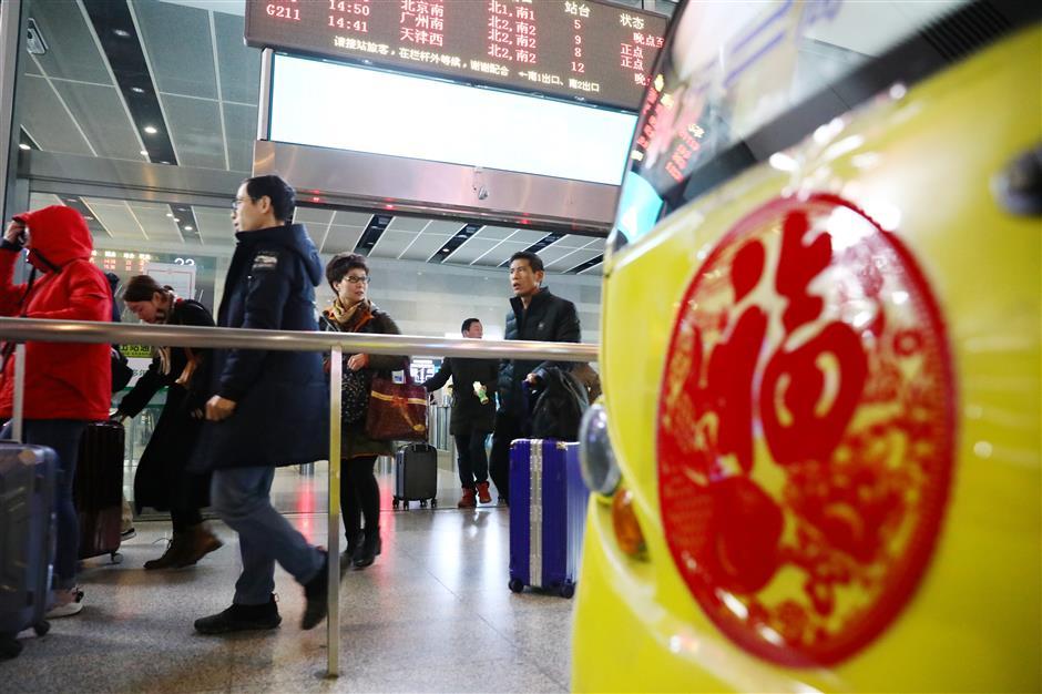 Shanghai sees hundreds of thousands return after Spring Festival