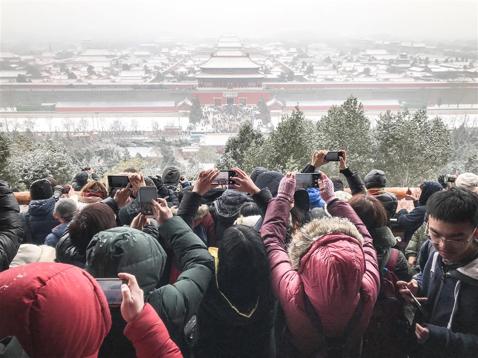 Beijing embraces post-holiday snow