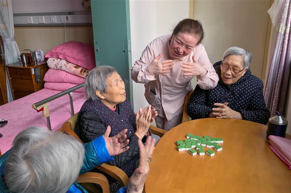 Shanghai residents keep living longer and healthier