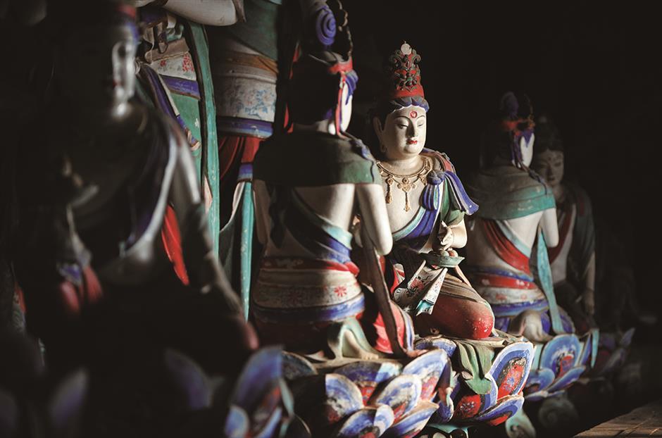 Tibetan Buddhist temples highlight sacred mountain
