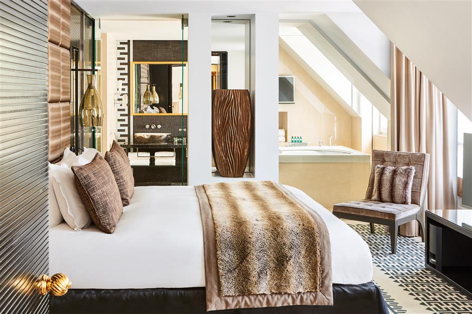 Parisian hotel reflects fashion, luxury of city