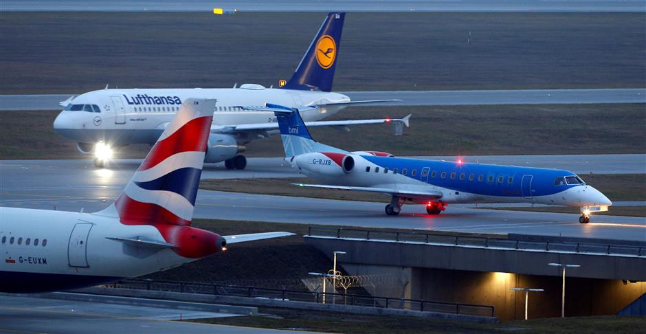 Thousands stranded as UK budget carrier suddenly shuts