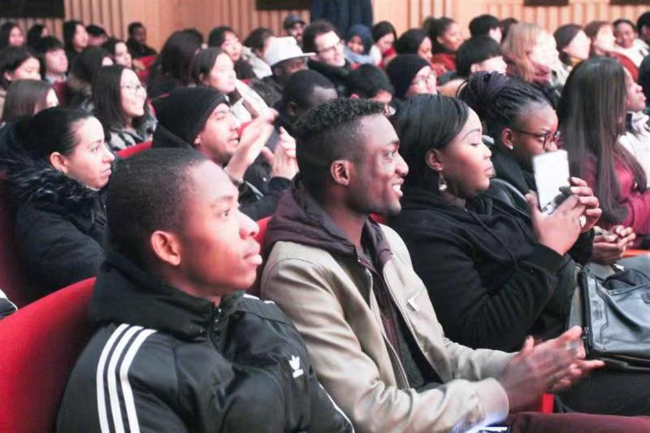 Foreign students introduced to Lantern Festival customs at Kunqu Opera show