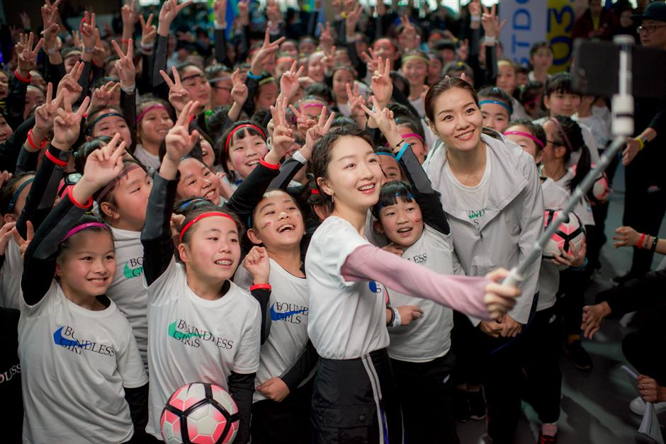 Pursue your tennis dreams, Li Na urges Chinese girls