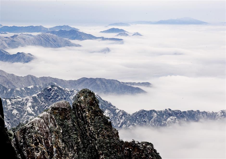 Huangshan Mountain's highest peak to reopen to tourists after 5 years