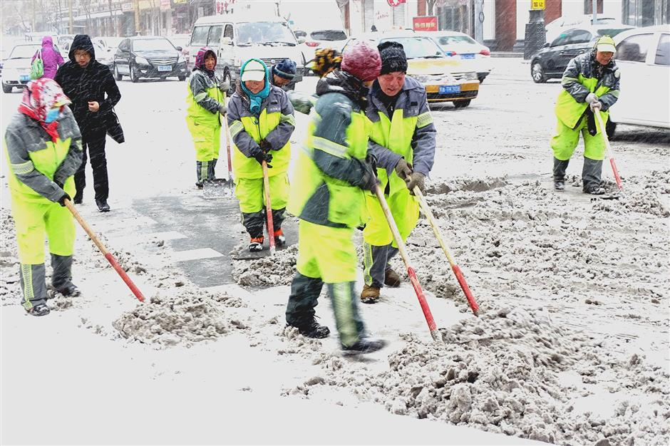 Blizzard closes over 10 expressways in China's northeast province