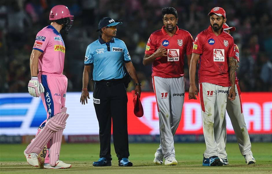 Mankad decision in IPL divides cricket fans around world